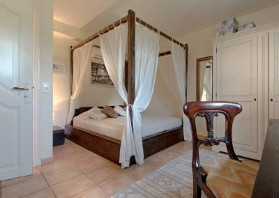 wp-valbonne-bedroom-and-cenopy-bed
