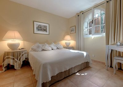 wp-valbonne-bedroom-and-double-bed