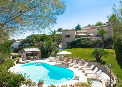 wp-valbonne-big-pool-and-loungers